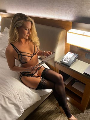 Gilberthe escorts in Buda