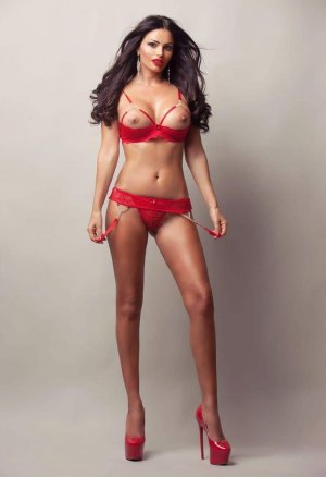Douja outcall escort in Placentia